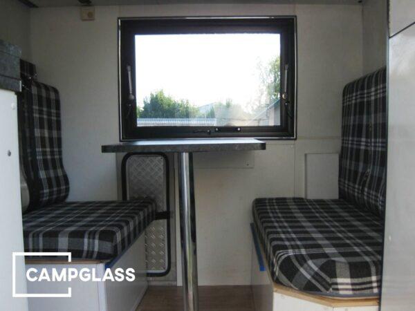 Откидное окно CampGlass в жилом прицепе