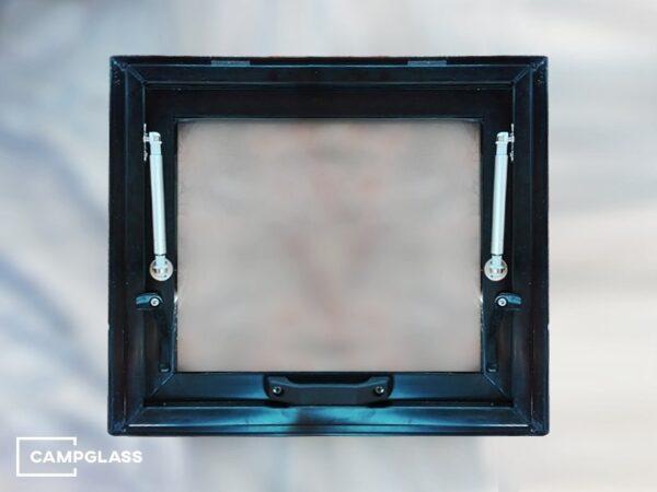 Откидное окно с газовыми амортизаторами, вид изнутри